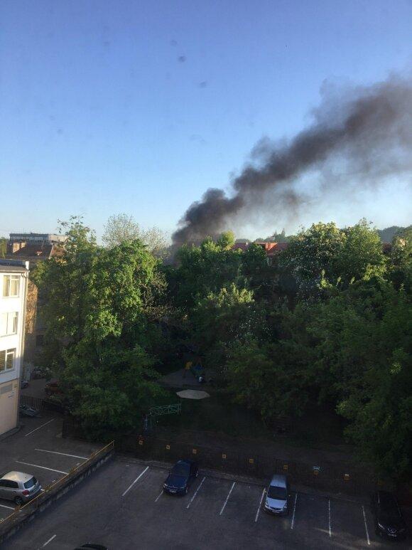 Vilniaus centre pasklidę juodi dūmai sukėlė nerimą