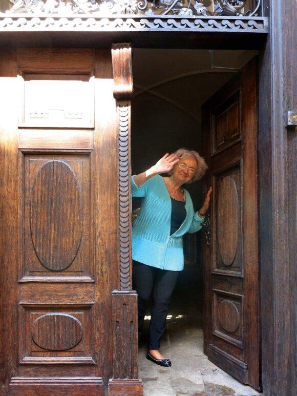 Meno istorijos archyvų saugotoja – bibliotekos direktorė Alicja Zaraś