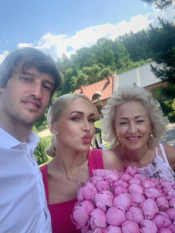 Oksana Pikul su šeima