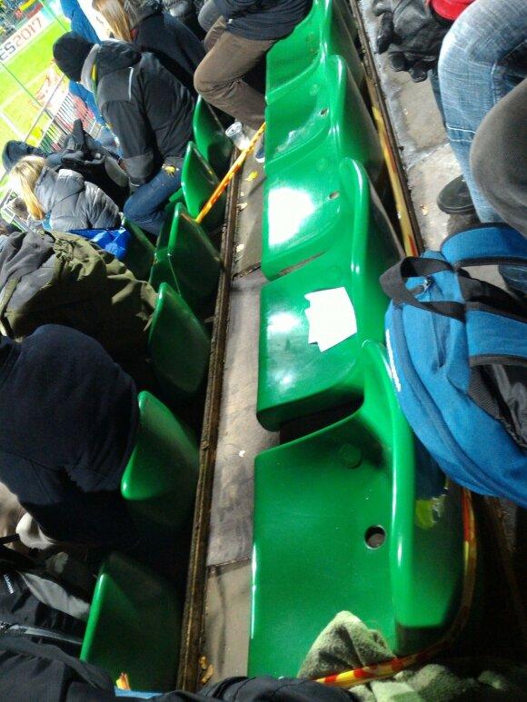Stadione atsivėrė skylė
