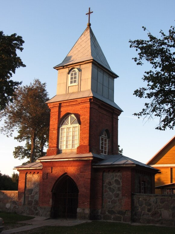 Dieveniškių bažnyčios varpinė