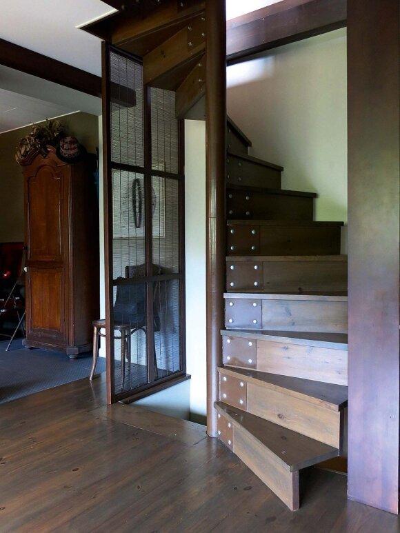 Erdvų trijų aukštų butą menininkė remontuoja pati
