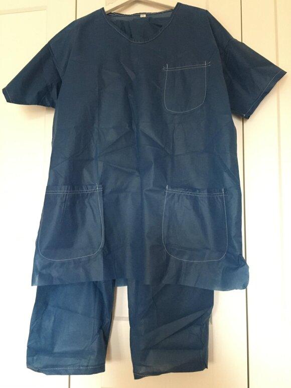Prieš tyrimą klinikoje teko įsigyti vienkartinius rūbus.