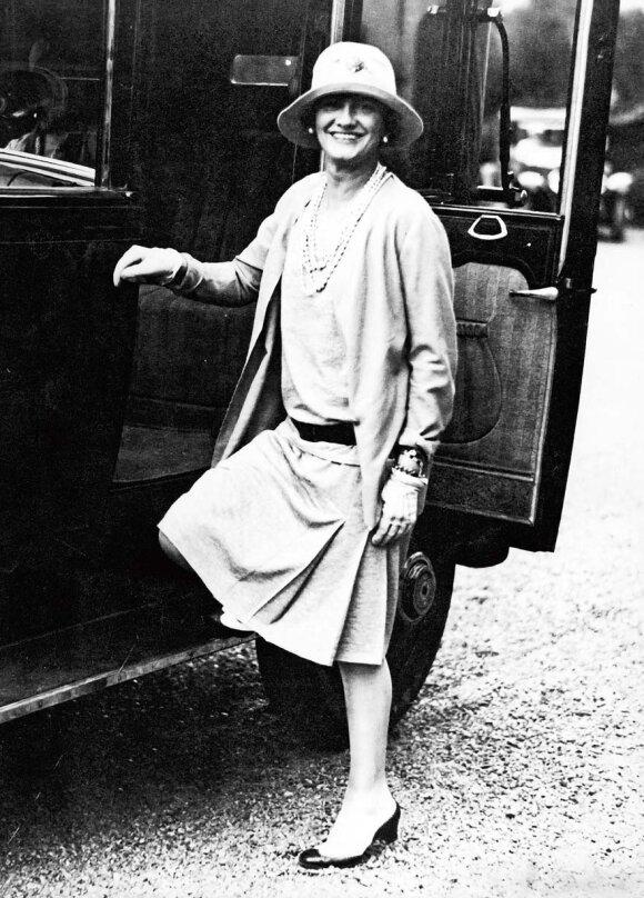 Coco Chanel: niekas nesendina moters taip, kaip desperatiškos pastangos atrodyti jaunai