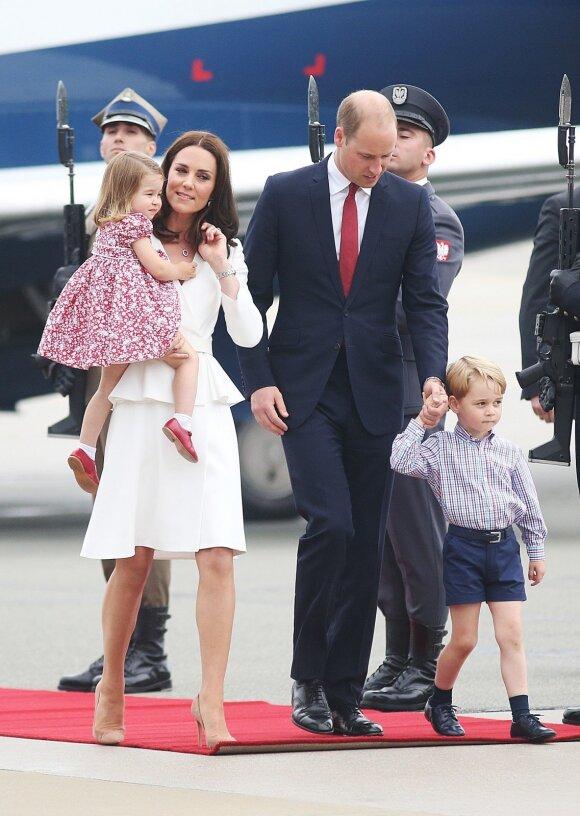 Kodėl Kate visuomet laiko Charlottę, o Williamas - princą Georgą