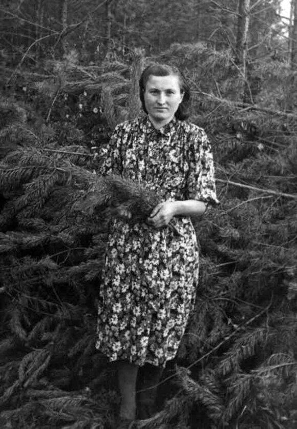 Marijona Gricienė 1953 metais Irkutsko srities miške.