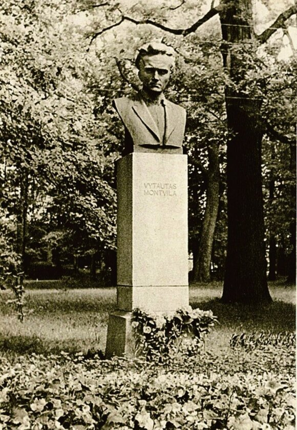 Kaune neliko paminklo poetui V. Montvilai