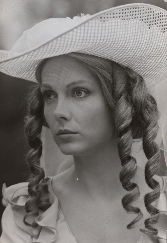 """Gražina Baikštytė """"Moteris baltais drabužiais"""", 1981"""