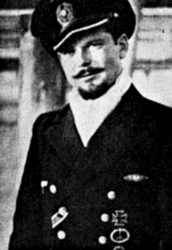 Vokiečių povandeninio laivo U-977 kapitonas Heinzas Schaefferis.