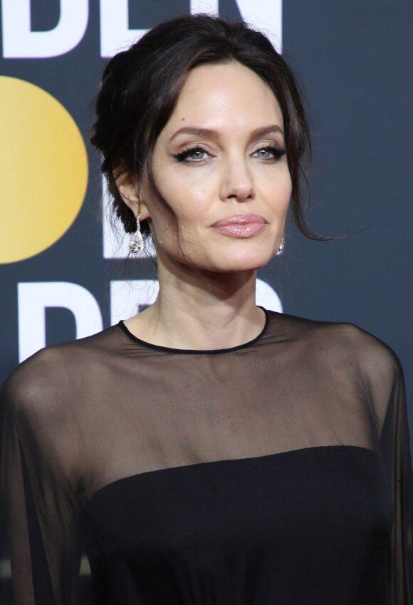 Angelina Jolie pasipuošė Forevermark Diamonds auskarais