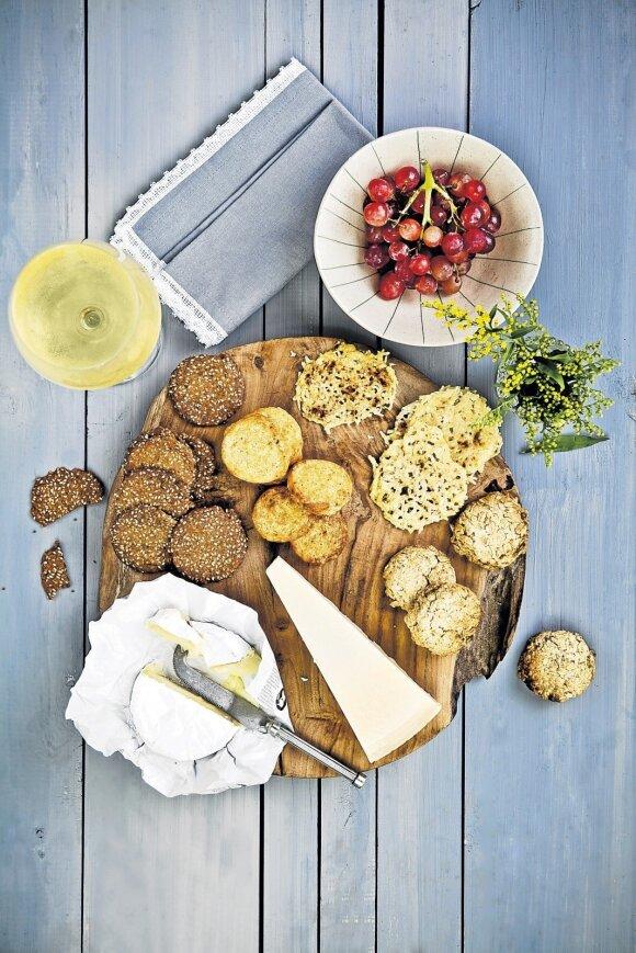 Sūris ir krekeriai