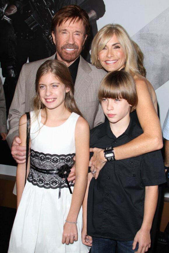 Chuck Norris su žmona ir vaikais