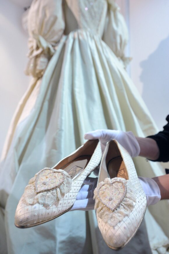 Princesės Dianos suknelė ir bateliai