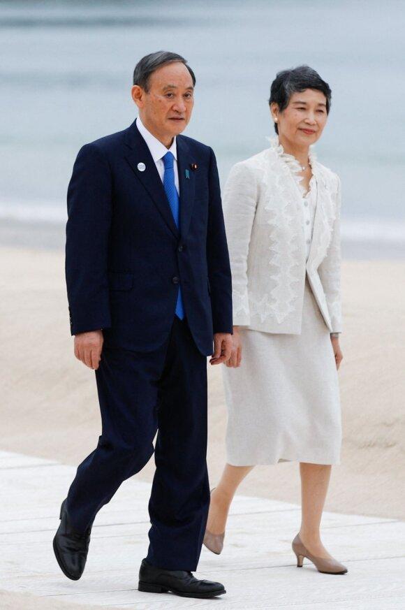 Japonijos ministras pirmininkas Yoshihide Suga su sutuoktine Mariko