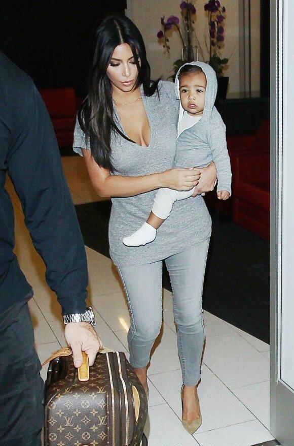 """Kim Kardashian ir jos dukrytės stiliaus paslaptys <sup style=""""color: #ff0000;"""">FOTO</sup>"""