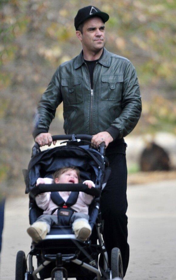 """Meilę dukrytei Robbie Williamsas įamžino neįprastu būdu <sup style=""""color: #ff0000;"""">FOTO</sup>"""