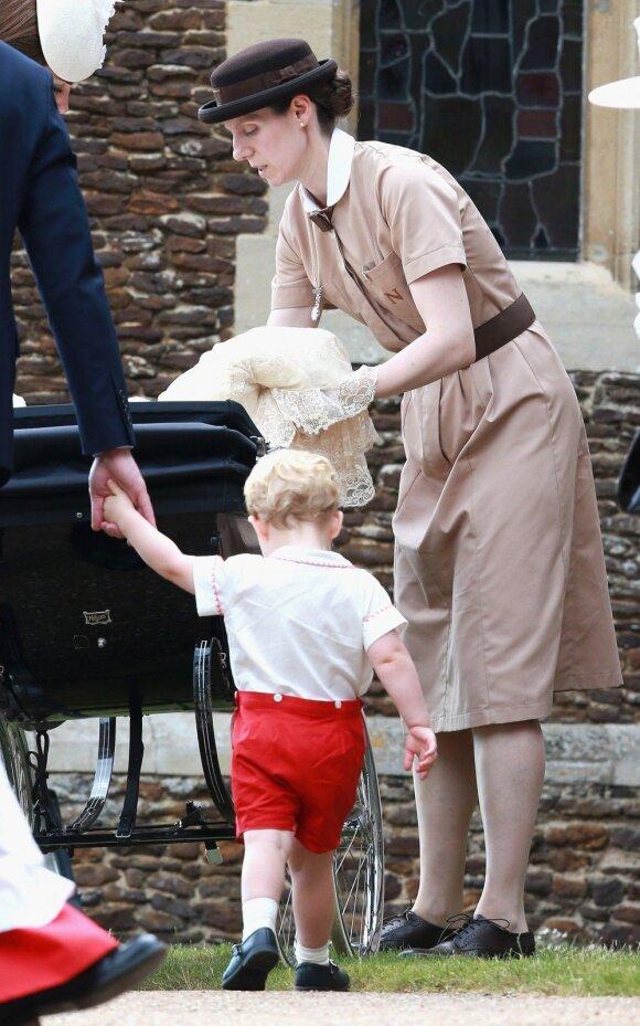 Kodėl K. Middleton vaikų auklė taip keistai rengiasi