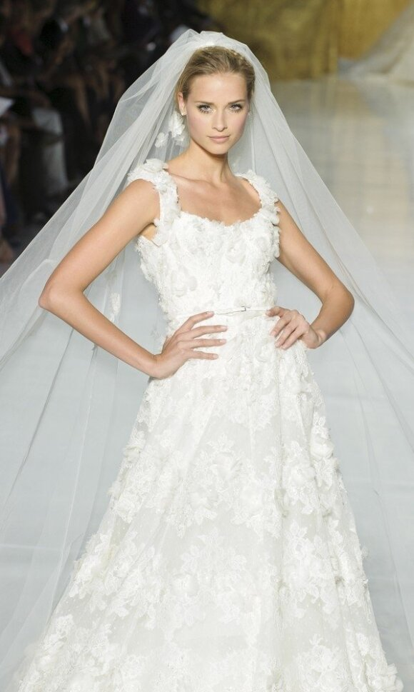 Vestuvinės suknelės kriaušės tipo figūrai
