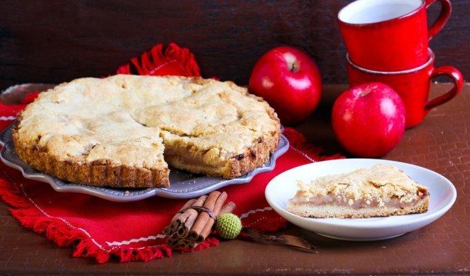 Dietinis obuolių pyragas, kuriam prireiks tik 6 ingredientų!