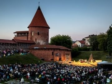 """2014 m., Pažaislio muzikos festivalis, drama """"Donelaitis"""", prie Kauno pilies, IX Pažailsio muzikos festivalis."""