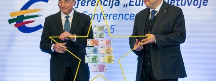 Lietuvai įteikta simbolinė Euro žvaigždė