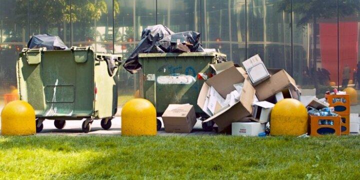 Senamiestyje perpildytų konteinerių kaltininkės neretai yra kavinės ar parduotuvės