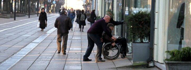 Dėl 15 cm karo kirvį iškasė neįgalieji ir architektai