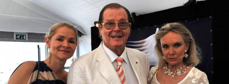 Christina Knudsen, Rogeris ir Kiki Moore
