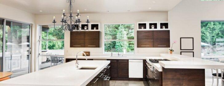 Ekspertų patarimai: 7 priežastys, kodėl verta pakabinti šviestuvą virtuvėje