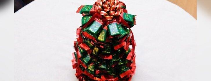 Kitokia eglutė, kurią galite pasidaryti iš saldainių
