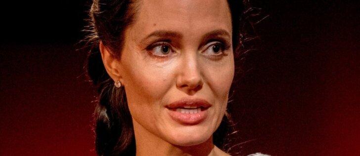 """<div>Rusų rašytojas jau peršasi Angelinai Jolie: turiu """"Škodą"""" ir """"Nivą"""" su priekaba</div>"""