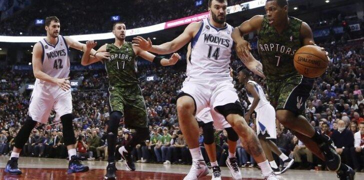 Jonas Valančiūnas po krepšiu turėjo grumtis su NBA žvaigždėmis