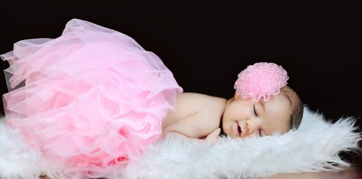 Miegamajame būtinai turi būti kažkas minkšto ar pūkuoto - švelnus kilimėlis arba dirbtinis kailis.