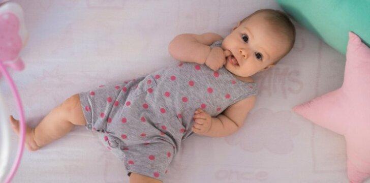 Patarimai, kaip nuo gimimo lavinti vaiko smulkiąją motoriką