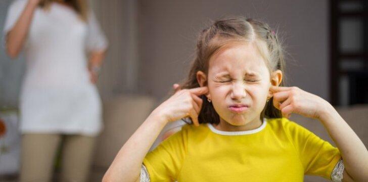 7 klaidos, kurias daro supykę tėvai ir viena auksinė taisyklė, kaip jų vengti