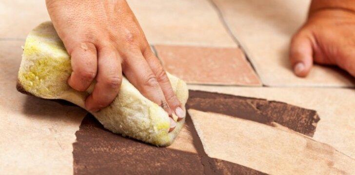 Kaip pakeisti pažeistą plytelę