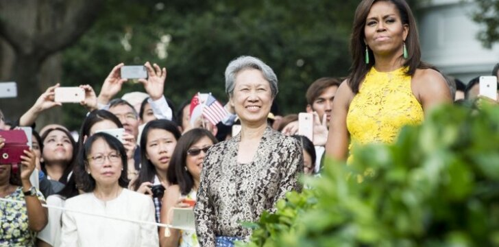 Ho Ching su žydra rankine susitiko su pirmąja Amerikos ponia