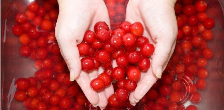 DIENOS PATARIMAS. Ką daryti, kad vaisiai ir uogos ilgiau liktų šviežios?