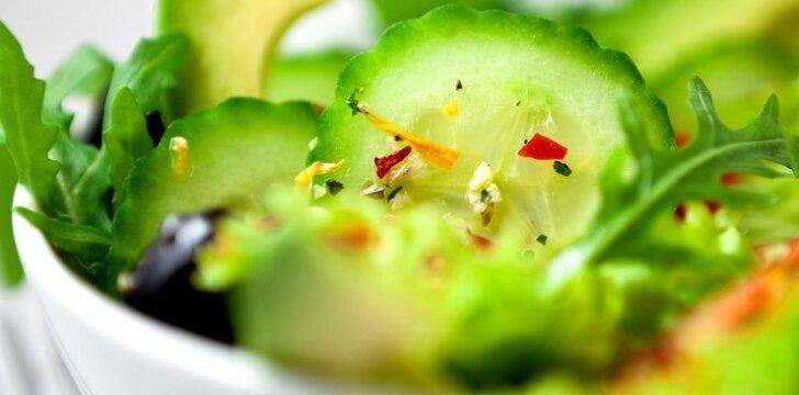 Egzotiškos agurkų salotos