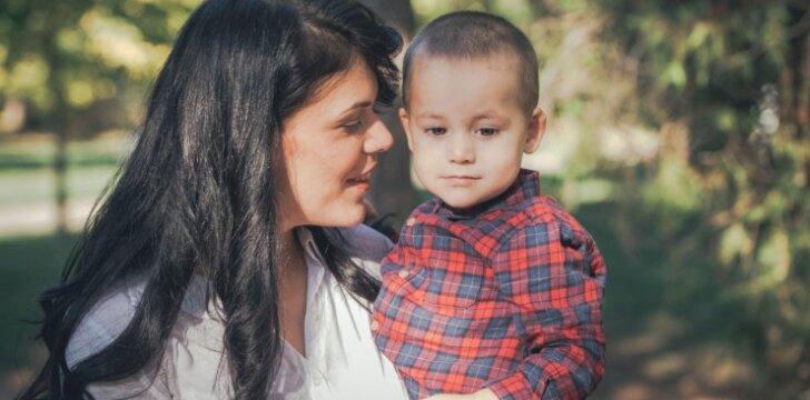 Vaikas nesitraukia nuo mamos: įprasta raidos dalis ar perdėtas jautrumas
