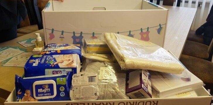 Kauno rajonas gimusiems naujagimiams dovanoja kūdikio kraitelius
