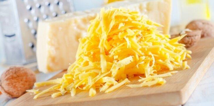"""<span style=""""color: #ff0000;"""">Sūrio vyniotinis</span> su vištienos ir pistacijų įdaru"""