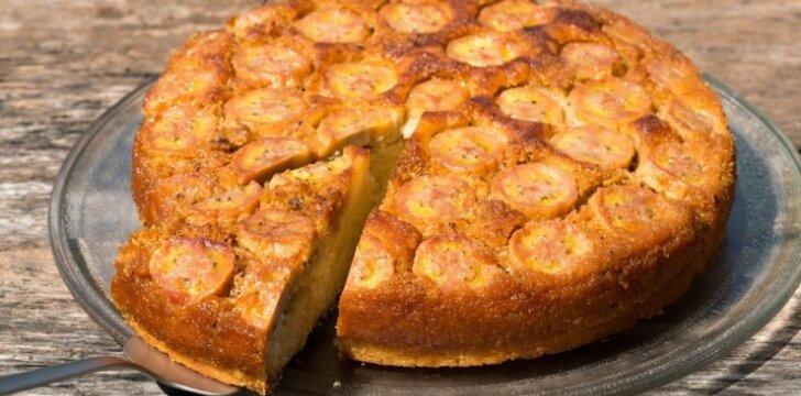 Pasakiškai skanus bananų pyragas su karameline plutele