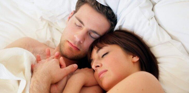 Miegodama ant vyro peties, rodote atsidavimą jam, jaučiatės saugi.