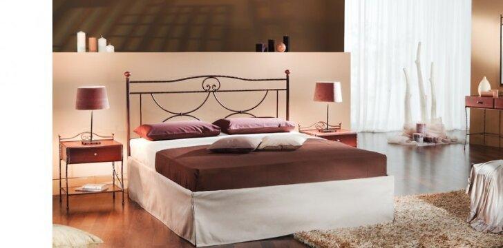 Svarstyklių namuose visko turi būti po du - nuo lempų iki pagalvėlių.