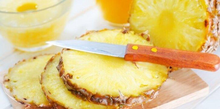 Ananasų žiedai tešloje