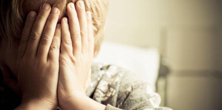 Dažniausi pavojai, kurie tyko vienų namuose paliktų vaikų