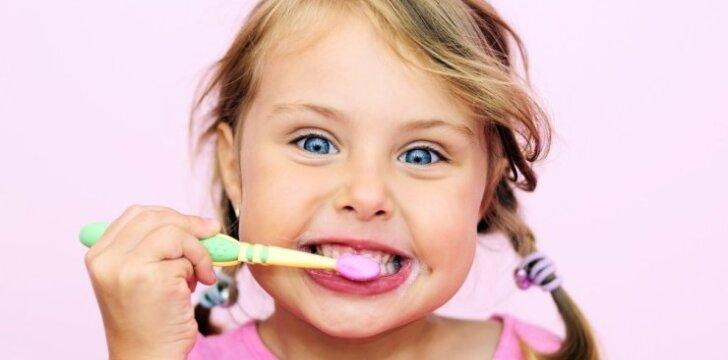Įvardijo didžiausią klaidą, kurią darome valydami dantis