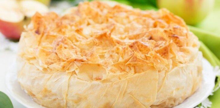Pyragas su kriaušėmis ir cukruotu imbieru