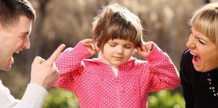 Kaip jaučiasi vaikas, kai mato besipykstančius tėvus?